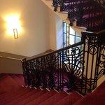 Лестница также стилизована