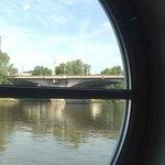 Fensteraussicht auf die Moldau