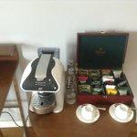 Кофемашина и большой выбор чая