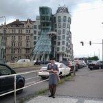 Танцующий дом. Второй наш день в Праге. Погода подкачала...