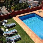 Vista de la piscina desde Habitación Luarca