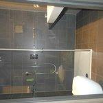 Nice clean bathroom, lovely lovely shower