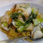 Nouilles sautées aux fruits de mer et légumes