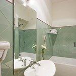 """De Luxe Room """"Bathroom"""""""
