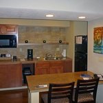 Very nice kitchen / dining area