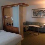 Queen Bed Suite - Great Layout