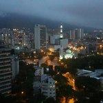 Amaneciendo en Caracas desde el piso 20 del Alba Caracas