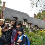 Kebun Bunga dan Rumah Anne Hathaway Yang Sangat Indah