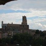 La cathédrale Sainte-Cécile depuis la chambre