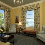 Lake Suite Parlor Room
