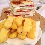 le club sandwich et ses frites maison