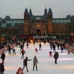 Vista da pista de Gelo e do Rijksmuseum