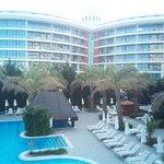 נוף למלון מכיוון ברכת המבוגרים השקטה