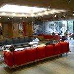 Hall do hotel e área de wifi