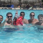Brindando a alegria na piscina!