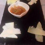 Tabla de quesos con marmelada