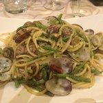 spaghetti vongole e asparagi selvatici