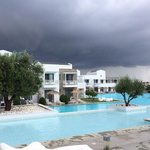 vista interna dell'Hotel durante una giornata di tempesta