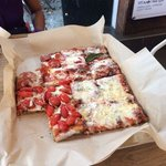 Daje co sta pizza!!! È buonissima!!!