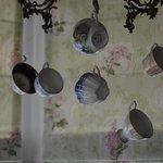 Ravissant lustre Cosy en tasses de porcelaine