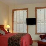 Suite 7 Queen/Living Area