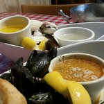 kettle of mussels and ipswich steamers