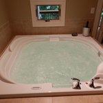 Annversary Suite Whirlpool Tub