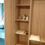 Schrank mit Kaffe-/Teestation