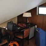 Zona scrivania in camera mansardata
