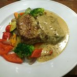 250 gr Sirloin steak with vegetables and pepper sauce