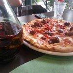 Pizza con salsa picante al gusto