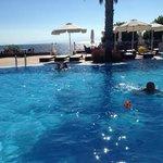 комфортный бассейн и пляж