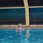 Вечером в бассейне