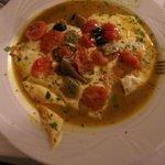 LA scamorza con olive e pomodorini