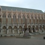 Outro prédio da universidade