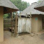Keurige toiletten bij het zwembad van Satara (april 2014)