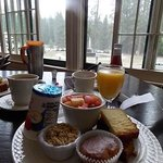 continental breakfast that comes with the room