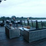 Het uitzicht van het restaurant van Lower Sabie over de rivier (april 2014)