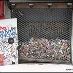 En PARÍS también hay basura..