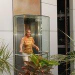 2 ascenseurs pour tout le complex hotelier