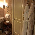 baño amplio y con todas las comodidades