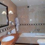 Notre salle de bain (chambre 85)