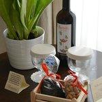 """Our """"Welcome"""" surprise - wine, raisins, pistachios"""