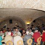 Ein großer Keller im Bräustüberl, wo ein Teil unserer Busse das Essen bekamm