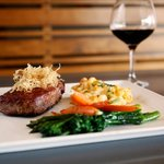 Tenderloin with Mac n Cheese and Broccolini