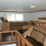 Sleeping loft with two twin beds - low ceiling
