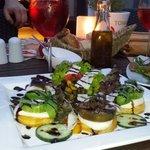 Tomaten-Polenta mit Salat