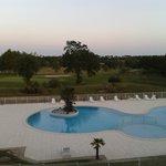 Vue sur la piscine et le golf