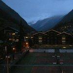 La vue du balcon de la chambre d'hotel la nuit