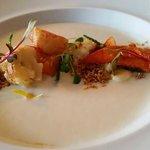 Homard, amandes, chou fleur, abricot, salicorne